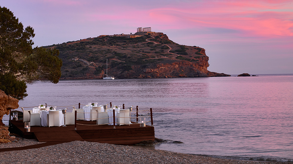 al fresco dining under the temple of poseidon