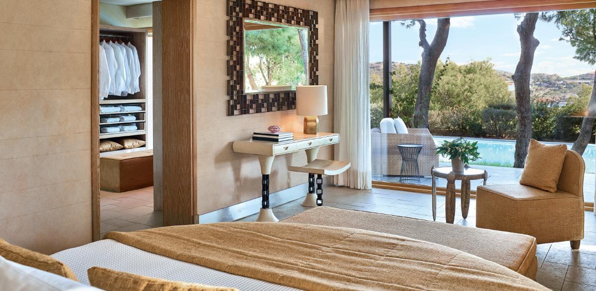 03-villa-with-master-bedroom-and-private-pool-in-cape-sounio
