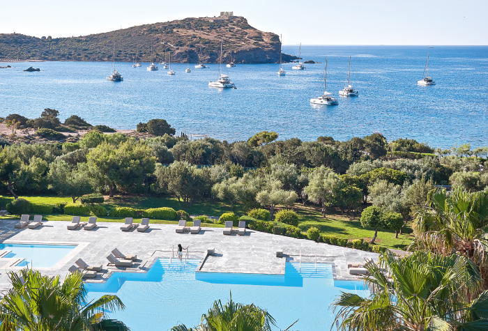 06-beach-and-pool-panoramic-views-temple-of-poseidon-crystal-clear-waters-of-the-aegean-grecotel-cape-sounio-resort