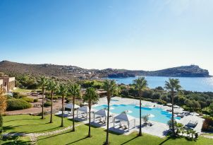 04-pools-with-gazebos-and-beach-with-temple-of-poseidon-views