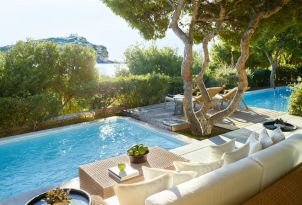 14-cape-sounio-luxury-accommodation-with-pool-and-temple-view